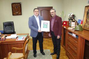 """Vizita directorului Școlii de Arte Populare """"George Enescu"""" din Botoșani, România, Liviu Andronic."""
