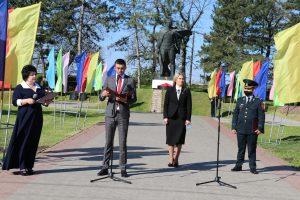 Pe 9 mai în Republica Moldova se sărbătoreşte Ziua Victoriei şi se comemorează eroii căzuţi în cel de-al doilea Război Mondial.